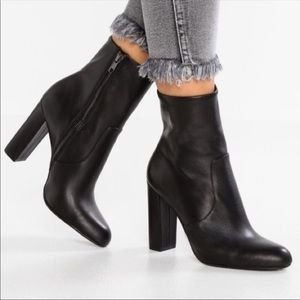Steve Madden leather Editor ankle zipped boot 8